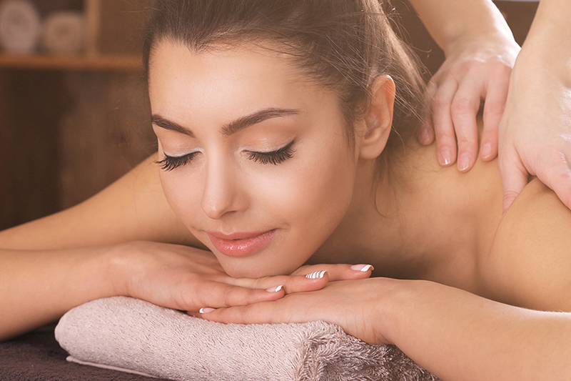 АроматерапияПодарочные сертификаты<br>Разные ароматы сплетаются в интересный букет, которым вы будете наслаждаться в течении всей процедуры. Сочетаясь с расслабляющим массажем, ароматерапия снимет все ощущения и последствия постоянного стресса: после процедуры вы почувствуете себя родившейся заново!<br>