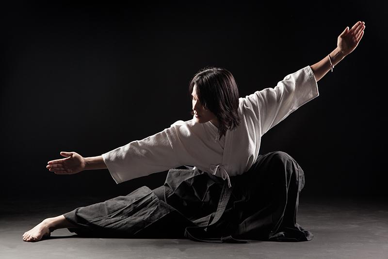 Занятие по АйкидоПодарочные сертификаты<br>Вернуть покой и равновесие душе, наполнить организм энергией, исцелить его – таково главное назначение айкидо. Постижение философии пути айкидо – это возможность по-иному взглянуть на жизнь. Подарить сертификат на мастер-класс айкидо – значит, дать возможность человеку прикоснуться к новой культуре, сделать шаг к иному мироощущению, пониманию бытия, а, может быть, и к новой жизни.<br>