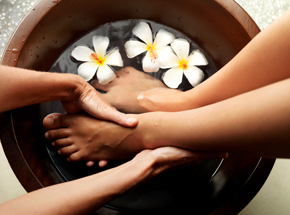 Балийский педикюрПодарочные сертификаты<br>Мы часто пренебрегаем хорошим педикюром, особенно в зимнее время. Но когда наступает весна, все сразу вспоминают об открытой обуви. И педикюр становится как никогда актуален!<br>