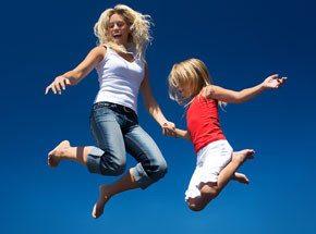 Подарочный сертификат прыжки на батуте для детейПодарочные сертификаты<br>Назад в детство! Прыжки на батуте – веселое занятие для человека любого возраста. <br>Динамичные движения и полет… А какая хорошая нагрузка на организм! В общем, совместите приятное с полезным!<br>