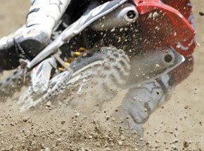 Вождение мотоциклаПодарочные сертификаты<br>Рев мотора, бешеные скорости и крутые повороты. Опытный инструктор поможет вам оседлать двухколесного монстра.  <br>Садитесь в седло, заводите мотор – и железный конь рванул вперед. Но только в первое мгновение мотоцикл кажется неуправляемым!<br>
