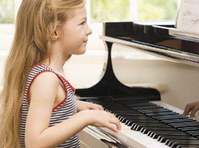 Игра на фортепиано для детейПодарочные сертификаты<br>Фортепиано - это,&amp;nbsp;как говорится, классика жанра. Оно сразу ассоциируется с музыкой у тех, кто хочет развивать малыша в этом направлении. Но иногда родители сомневаются - а будет &amp;nbsp;ли пианино интересно самому ребенку? Пробный урок игры на фортепиано - лучший способ это проверить!<br>