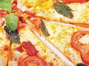 Мастер-класс итальянской кухниПодарочные сертификаты<br>Итальянская кухня просто великолепна! А какое разнообразие вкусов и запахов! Паста, лазанья, тортелли, карбонара, равиоли, феттуччини, ригатони, пенне, фарфалле и многочисленные соусы! Прикосновение к искусству итальянской кухни может стать великолепным подарком, и на судьбу надеяться не нужно: его можно купить и преподнести в виде солидного подарочного сертификата.<br>