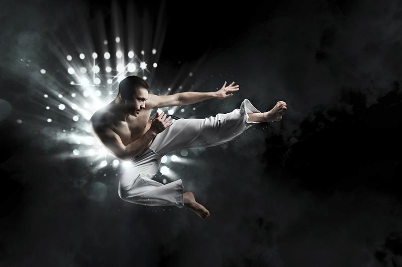 КапоэйраПодарочные сертификаты<br>Капоэйра – это боевое искусство, доступное в любом возрасте. Это и бой, и танец, и диалог между «бойцами». <br>Капоэйра еще и игра ловкости и хитрости, что дает шанс всем биться на равных. Мастер помогает разучить базовые приемы.<br>