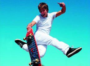 Мастер-класс катания на скейтбордеПодарочные сертификаты<br>То, с какой легкостью скейтбордисты управляются с этой норовистой доской, может вводить в заблуждение стороннего наблюдателя. На деле, совладать с нею непросто: она только и ищет повода, чтобы сбросить с себя наездника. Учиться катанию на скейтборде лучше всего после содержательной консультации от профи в этих вопросах. И советуем вам запаситись защитой!<br>