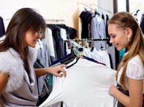 Курс шоппераПодарочные сертификаты<br>Получите в учителя искушенного в вопросах стиля имидж-консультанта! Он поможет вам определиться с собственным индивидуальным стилем, научит, какую одежду, из каких тканей, каких цветов и оттенков вам лучше всего выбирать. Как удачно подбирать обувь, аксессуары и парфюмерию. Этот подарок изменит вашу жизнь и добавит в нее еще один яркий, позитивный момент – легкий шопинг, приносящий настоящее удовольтсвие!<br>