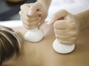 Тайский массаж с травяными мешочкамиПодарочные сертификаты<br>Тайский массаж можно сравнить с медитацией. На таких сеансах ощущается энергия космоса. Появляется гармония и умиротворение души. <br>Массируя биологически важные точки, можно легко добиться выздоровления.<br>