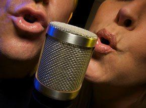 Мастер-класс вокалаПодарочные сертификаты<br>Урок вокала – это профессиональная постановка голоса. Вдох – выдох, вдох – выдох, спина прямая, плечи расправлены!<br>Опытный педагог посмотрит, на что вы способны. Быть может, вы – будущая звезда оперной сцены или эстрады.<br>