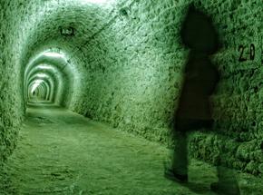 Мистика и подземелье МосквыПодарочные сертификаты<br>Кто знает, сколько всего таинственного спрятано на московских задворках и в скрытых московских подземельях! Вехи жизни столицы вдалеке от людских глаз сохранились так, как будто и не прошло этих сотен и десятков лет.<br>