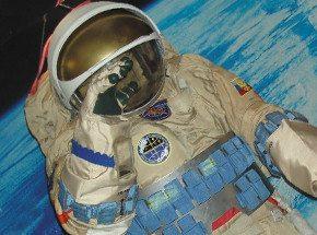 Экскурсия в музей космонавтики для двоихПодарочные сертификаты<br>Кто из нас с детства не мечтал стать космонавтом? В музее космонавтики вы прикоснетесь к своим мечтам: здесь можно посмотреть, как устроен скафандр, познакомиться с устройством современной ракеты и узнать, какие спутники выходили раньше на земную орбиту. Но музей не заканчивается на экспонатах - при желании вы можете услышать лекции о будущем космонавтики в нашей стране.<br>