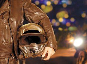Ночная прогулка на чоппере для двоихПодарочные сертификаты<br>Ночная прогулка на чоппере – это красиво, ярко, неординарно. Необычный мотоцикл, басовитый звук мощного мотора... Усаживайтесь в удобное пассажирское кресло – и вы готовы к желанному и волнующему свиданию с ночным, тонущим в мириадах огней городом. Таким вы его еще не знали, потому что видели из окна автомобиля или автобуса, но сегодня вы и город станете ближе друг к другу. Подставляйте тугому ветру лицо, любуйтесь калейдоскопом ярких живых картин, наслаждайтесь магией ночи!<br>