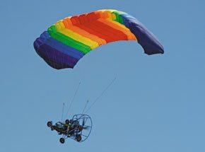 Полет на мотопарапланеПодарочные сертификаты<br>Вас ждет ощущение свободы, легкость и восторг. Купол парашюта наполнится воздухом. Мотор поможет выбрать направление движения. Вам не страшны никакие ветра!<br>Оказывается, люди могут летать как птицы! Или веселее, чем птицы?<br>