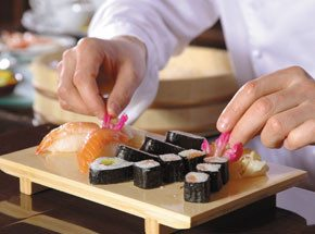 Мастер-класс сушиПодарочные сертификаты<br>Суши – это традиция, это отдельная культура, это невероятно вкусные блюда, которые вы можете научиться делать самостоятельно! На мастер-классе по приготовлению суши повар-наставник расскажет много интересного о секретах приготовления суши и поделится самыми интересными рецептами. Теперь вы сможете удивить новым талантом своих близких, друзей и знакомых.<br>