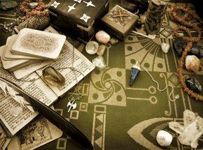 Гадание на ТароПодарочные сертификаты<br>Карты Таро скрывают все тайны мира - надо только уметь их разгадать! Древние символы карт пользовались популярностью задолго до вашего рождения. Опытная гадалка расскажет о прошлом и будущем, подскажет, какие жизненные повороты ожидают вас в ближайшее время.<br>