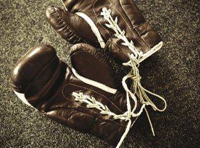 Тайский бокс для двоихПодарочные сертификаты<br>Тайский бокс – спорт для сильных духом людей! Физическая подготовка и хорошая растяжка просто необходимы! В начале занятия вас ждет медитация для достижения полной концентрации. <br>Основу тайского бокса составляет ударная техника. Не зазевайтесь, иначе окажетесь на земле! Если переборете свой страх, то никакие испытания вас не сломают!<br>