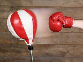Урок боксаПодарочные сертификаты<br>Техника бокса максимально приближена к реальному бою. Знание техники ударов руками и защиты от них эффективно и полезно.<br>Примите правильное положение. Атакуйте, обманывайте, уходите от удара! Почувствуйте красоту поединка!<br>