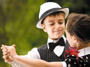 Урок танца для детейПодарочные сертификаты<br>Считается, что танцы не только поднимают ребенку настроение, но и способствуют гармоничному развитию - как физическому, так и душевному. Звуки музыки, ритмичные па, красота движений - все это не может не радовать! Даже если ваш малыш не решит посвятить себя танцам, польза от занятия несомненна.<br>