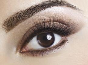 ВизажПодарочные сертификаты<br>Глаза – зеркало души, которое требует достойной оправы! Ничто так не <br>подчеркнет вашу красоту, как выразительный визаж глаз. Опытный мастер <br>придаст вашим бровям выразительную, четкую форму, идеально подходящую <br>именно вашему типу лица. Окрашивание специальной стойкой краской надолго<br> подарит красивый естественный цвет вашим бровям и ресницам. Окружающие <br>увидят новые грани вашей красоты!<br>