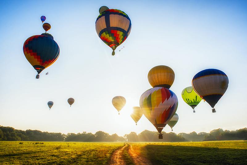 Полет на воздушном шареПодарочные сертификаты<br>Воздушный шар – самый романтичный и самый эмоциональный вид воздушного транспорта. В его гондоле вы сможете умчаться от земного шума и суеты, и здесь, на высоте птичьего полета, насладиться шумом ветра и красотой бескрайнего земного пейзажа. Протяните руку, чтобы потом сказать, что вы знаете, какое оно на ощупь – это невероятное, манящее и очень красивое небо.<br>