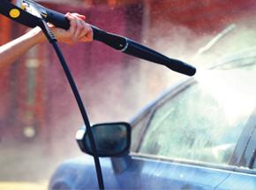 Мойка машиныПодарочные сертификаты<br>Но ведь так приятно, когда машина сверкает чистотой! Внимательные<br>мойщики тщательно ополоснут ваше авто, сделают влажную уборку в салоне, и<br>машина станет как новенькая! После такой уборки садиться в автомобиль – одно удовольствие!<br>