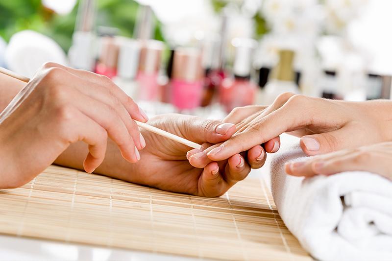 Японский маникюрПодарочные сертификаты<br>Японцы знали толк в маникюре - руки японских дам всегда должны были выглядеть безупречно! Умелые мастера сделают все необходимое для того, чтобы ваши ногти выглядели безупречно - специальные средства помогут от расслоения и ломкости ногтей. Особые методики надежно защитят ваши руки от воздействия окружающей среды.<br>
