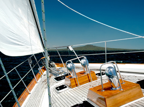 Мастер-класс по управлению парусной яхтойПодарочные сертификаты<br>Вы всегда мечтали почувствовать себя настоящим миллиардером, который гордо рассекает морские просторы на собственной яхте? Нет ничего проще – стоит только научится ходить на яхте, я остальное точно приложится! После небольшого мастер-класса вы будете знать все самое необходимое для начинающего яхтсмена.<br>