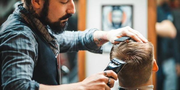 Мужская стрижкаПодарочные сертификаты<br>Измените свой облик! Почувствуйте заботу о себе!  Аккуратными движениями мастер вымоет волосы. Затем стрижка. <br>Профессионал знает свое дело и не подведет.<br>